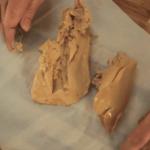 Déveiner le foie gras avec une cuillère